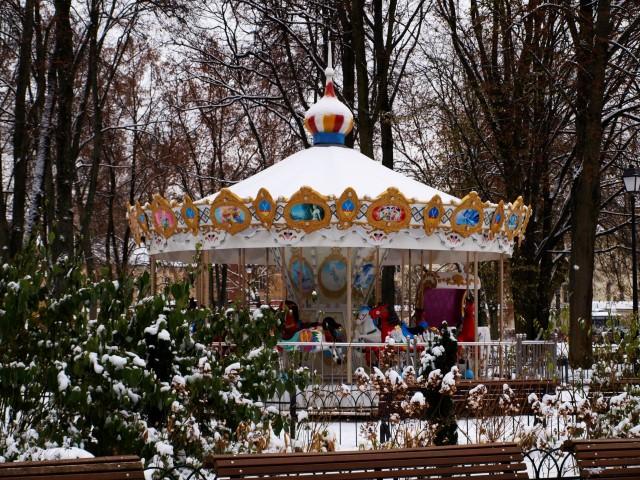Kol šalta, karuselė miega
